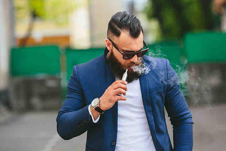 Sigarette elettroniche «rimandate» per smettere di fumare