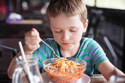 Più educazione e meno rimproveri ai figli a tavola