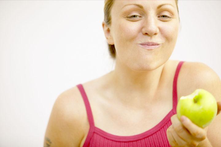 La prima cura della gastrite: 5 pasti e masticazione lenta