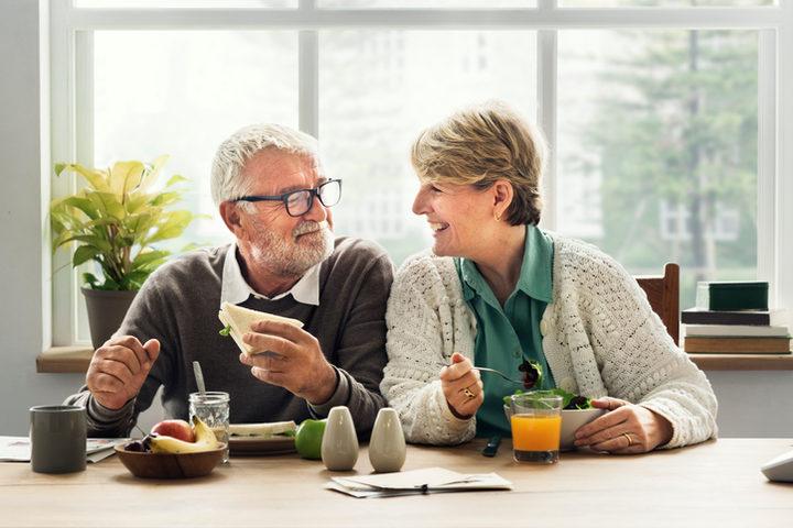 Sarcopenia e anziani: nessun rischio in più per i vegetariani, se consumano proteine a sufficienza