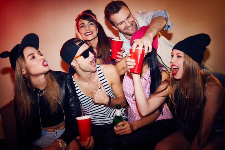 Ecco come spiegare i rischi dell'alcol ai giovani