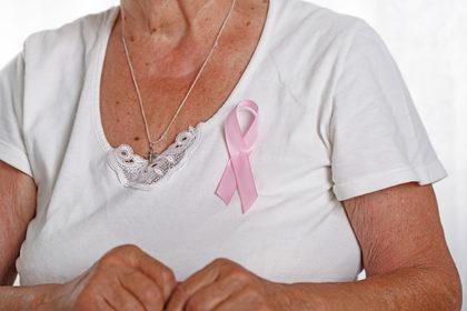 Tumore al seno: servono cure ad hoc per le pazienti anziane
