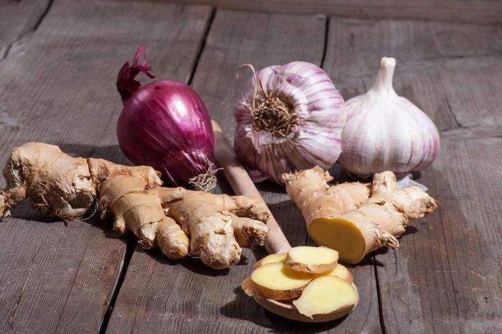 Aglio e cipolla, buoni sapori per curare lo stomaco