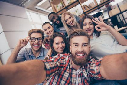 Bambini e adolescenti sono più felici degli adulti