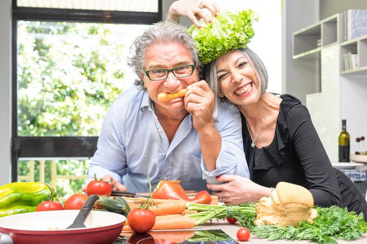 Dieta proteica e attività fisica contro la sarcopenia