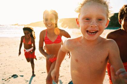 In estate serve più attenzione alla salute degli occhi