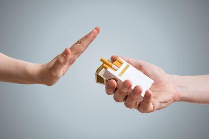 Come posso aiutare una persona a smettere di fumare?