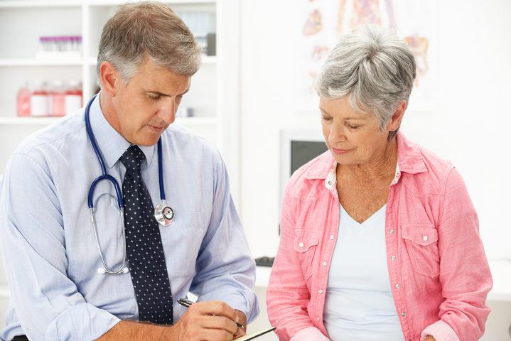 Cancro, rischio più alto nelle donne in menopausa che consumano alimenti ricchi di energia