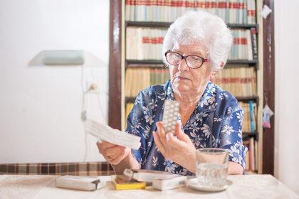 Una guida per gli anziani che assumono tanti (troppi?) farmaci