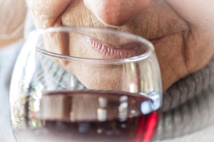 L'abuso di alcol primo fattore di rischio per Alzheimer e demenza