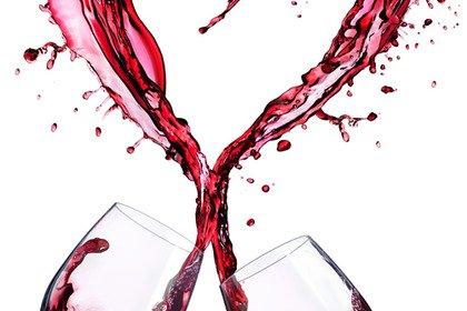 Più alcol si beve, più batte forte il cuore (e non è un bene)