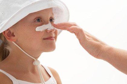 Se la pelle è già abbronzata si può fare a meno della crema solare?