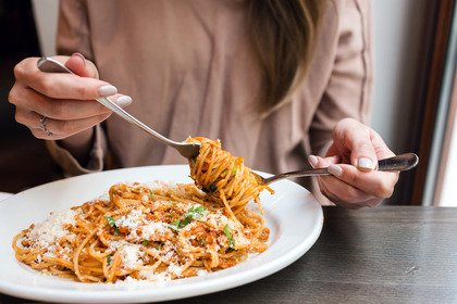 La pasta è meglio mangiarla a pranzo o a cena?