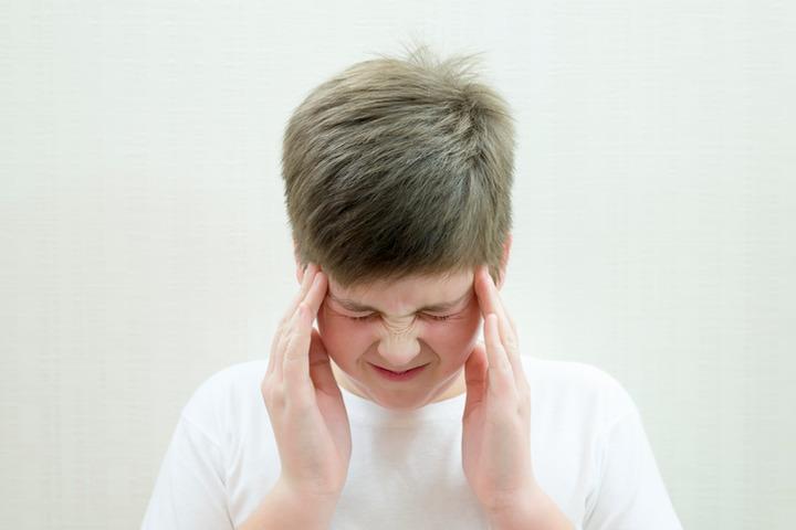 Cefalea, aumentano i casi tra i bambini. Ecco come trattarli