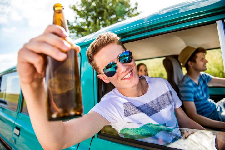 Gli alcolici nell'adolescenza cambiano lo sviluppo cerebrale