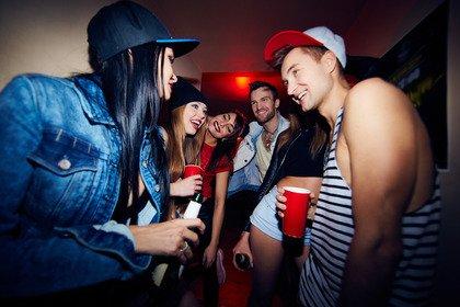 Cuore e cervello più a rischio se da giovani si esagera con l'alcol