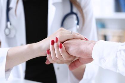 Sedazione profonda ed eutanasia: quali sono le differenze?