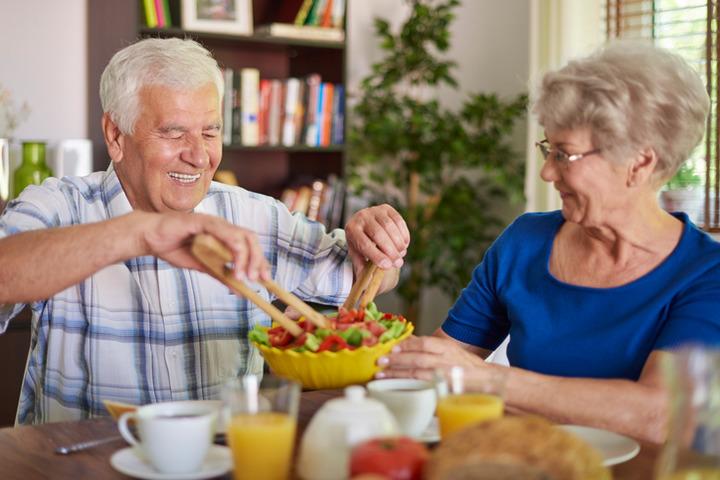 È vero che gli anziani devono consumare più proteine?
