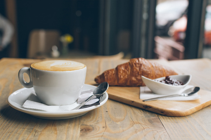 Quando bevo il latte, ho mal di pancia: sarò intollerante al lattosio?