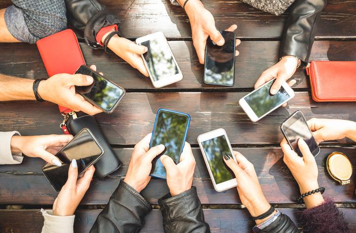 Social media: come evitare che i giovani si «ammalino» di tecnologia