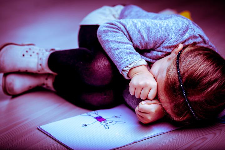 I maltrattamenti fanno «invecchiare» i bambini