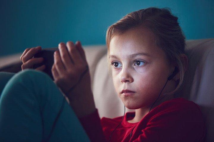 In moto e (quasi) senza schermo: il «menù» che protegge i bambini