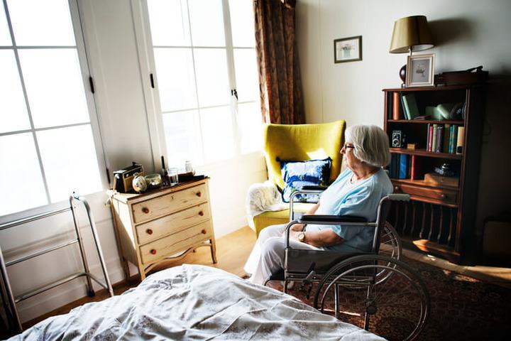 Chi vive da solo invecchia prima?