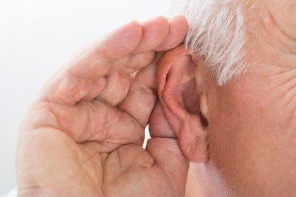 Anziani: riconoscete i sintomi di un calo dell'udito?