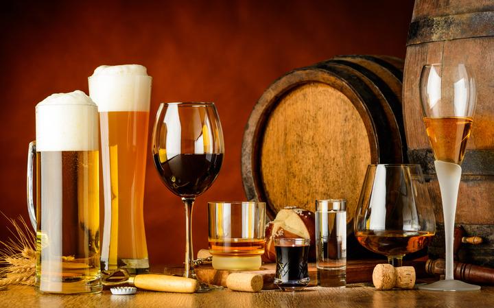 Birra, vino, liquori: quante calorie e quanto alcol contengono?