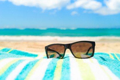 Estate: gli occhiali da sole ci proteggono dai raggi ultravioletti?