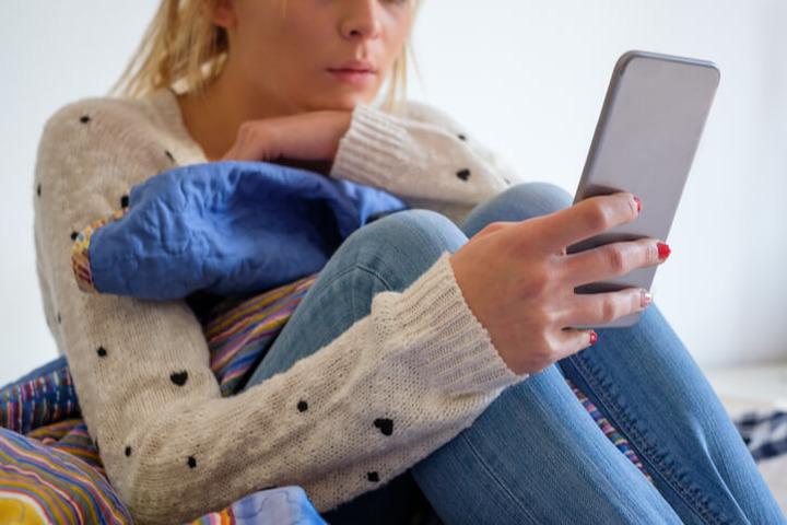Adolescenti: troppi social media e tv «avvicinano» la depressione