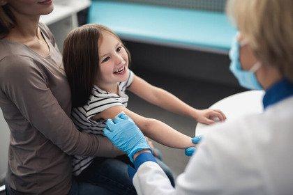 Vaccini: l'Aifa conferma sicurezza e benefici