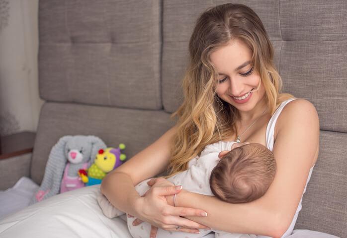 L'allattamento al seno protegge il bambino per tutta la vita