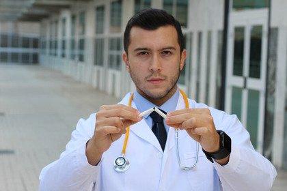 Pediatri in campo per aiutare i genitori a smettere di fumare