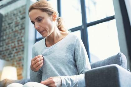 Menopausa: la «Tos» aumenta (di poco) il rischio di tumore al seno