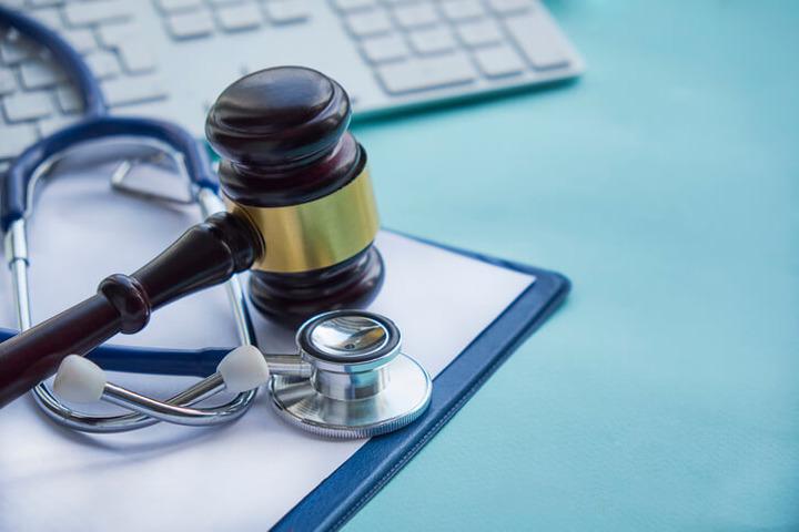 Come viene attribuita l'invalidità civile ai malati di cancro?