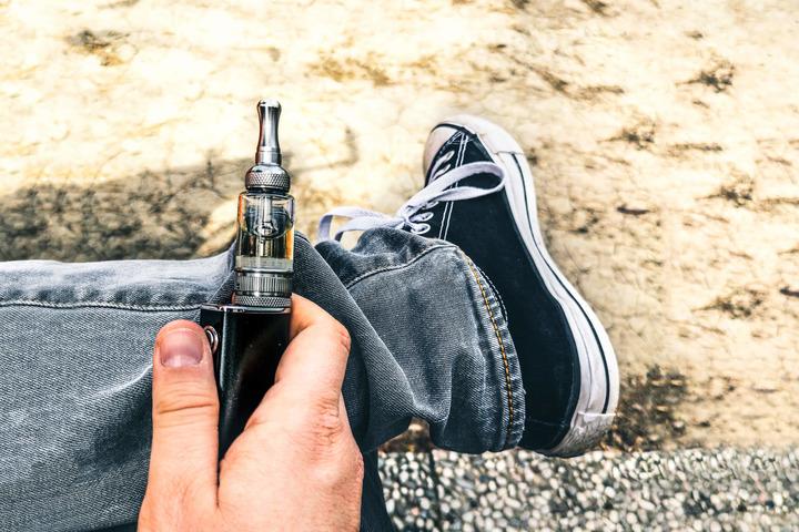 Sigarette elettroniche: «Troppo presto per dire che fanno meno male»
