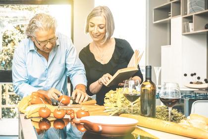 Quali regole aiutano a mangiare in modo sano nell'età adulta?