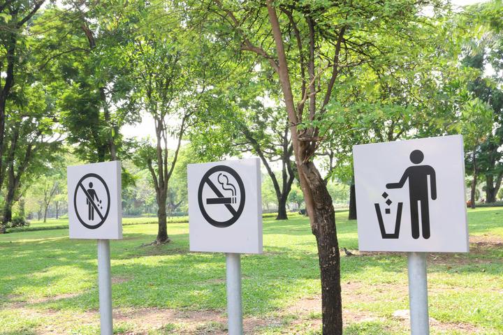 Il Comitato Nazionale per la Bioetica: «Alzate il prezzo delle sigarette, vietatele in parchi e stadi»