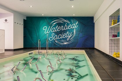 Waterbeat Society: hydrospinning per sostenere Pink is Good