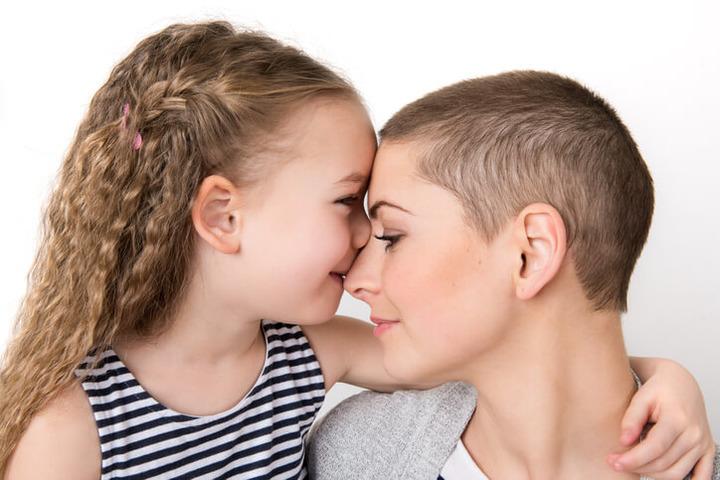 Cosa dire a un figlio se la mamma o il papà hanno un tumore?