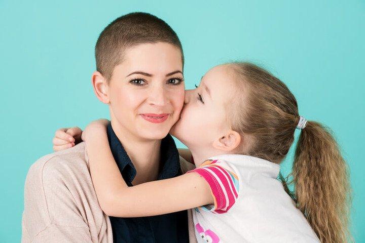 Tumore al seno: come spiegare la malattia a un figlio?