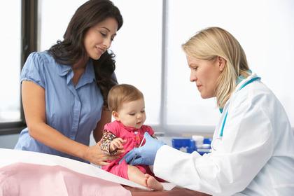 Vaccinazioni: numeri in aumento, ma le mamme restano titubanti