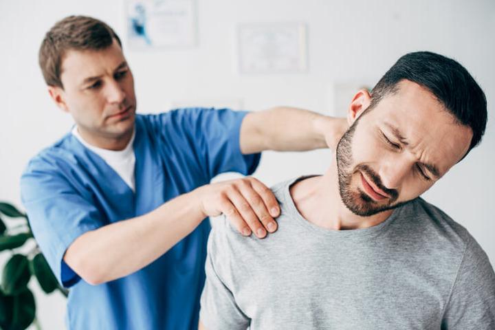 Osteopatia: le manipolazioni al collo possono provocare l'ictus cerebrale?