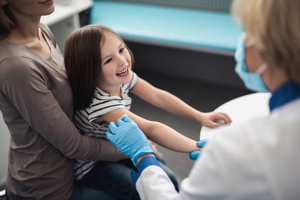 Il Coronavirus non ferma le vaccinazioni dei bambini