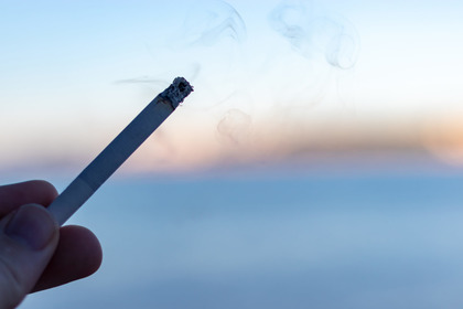 L'ipotesi: uomini più colpiti da Covid-19 anche per colpa del tabacco?