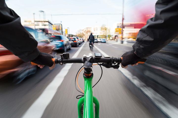 Al lavoro in bici o a piedi per la salute di persone e ambiente