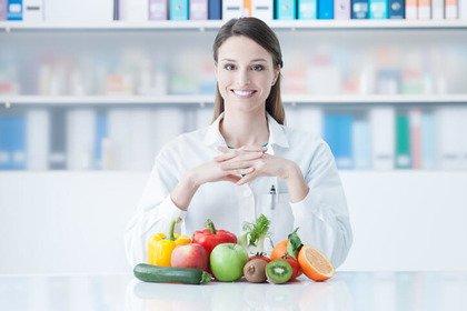 «Il farmacista mi consiglia degli integratori: è autorizzato a farlo?»