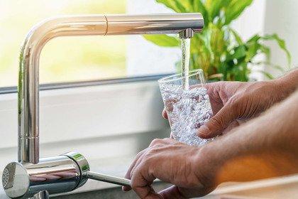 Acqua... a catinelle: l'abc dell'idratazione d'estate