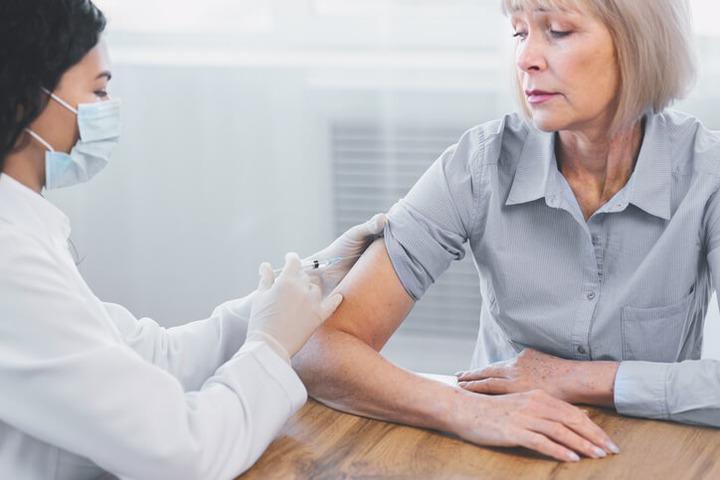 Perché il vaccino antinfluenzale va ripetuto ogni anno?